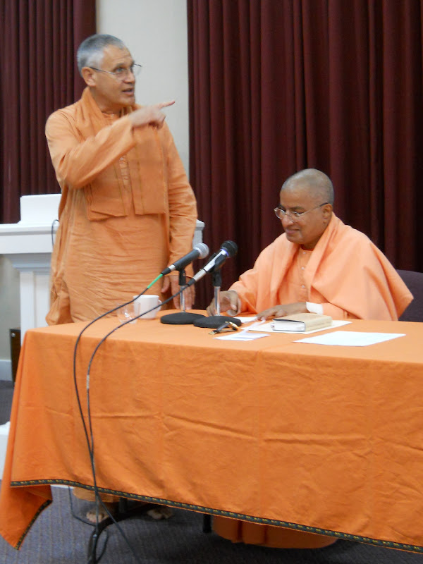 Swamis Atmajnanananda and Paritushtananda
