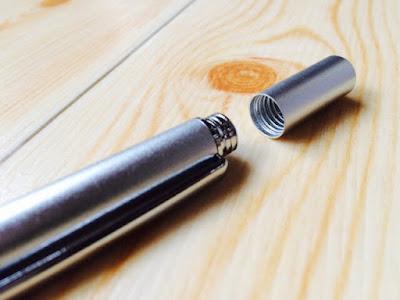 スタイラスタッチペン。ペン先はお尻につけることができる