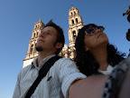 Denise und Ich vor der Kirche in Chihuahua