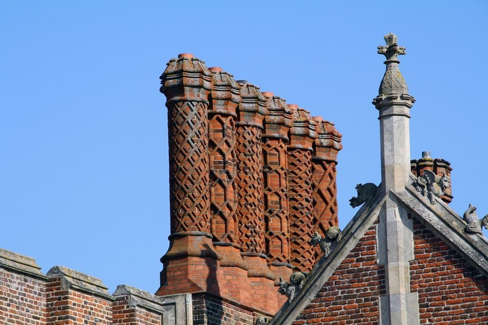 hampton-court-palace-chimneys-7