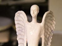 12 Az egyik őrző angyal a műterembe, szintén Kutak Adrienn alkotása.jpg