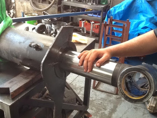 What does a hydraulic cylinder from a 20 ton crane have in common with a hydraulic cylinder from a Mercedes Benz convertible?