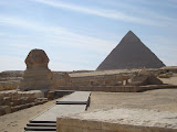 The world famous Sphinx with the Pyramid of Khafre in the background (© 2006 Bernd Neeser)
