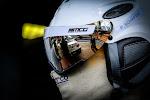 kijkje naar pits via de helm van racer P. Schäfer