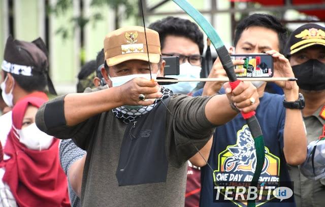 Bupati Sopppeng Membuka acara Latihan bersama Olahraga Panahan se-Sulawesi