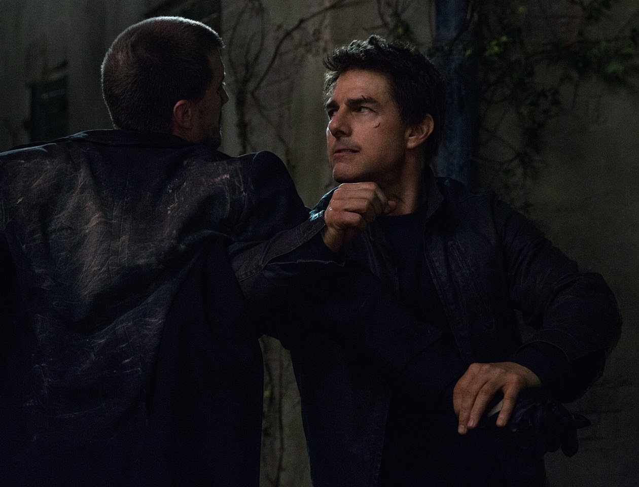 Left to right: Patrick Heusinger plays The Hunter and Tom Cruise plays Jack Reacher in JACK REACHER: NEVER GO BACK from Paramount Pictures and Skydance Productions.