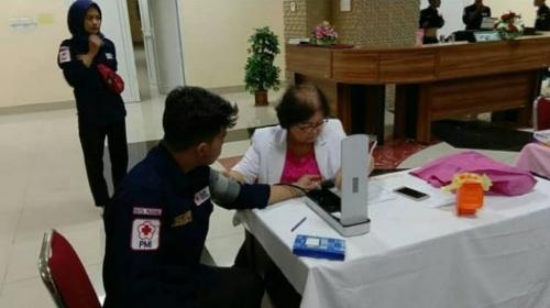Peringati Hari Donor Darah Sedunia, Dua's Coffeee bersama KSR PMI UBH Gelar Donor Darah