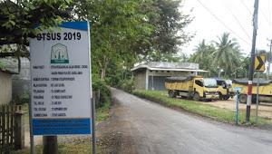 Kejar Target, Pengerjaan Aspal Jalan Grong-Grong Diduga Asal