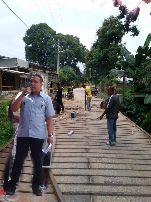 Toke Leman Tole Biayai Rehabilitasi Jembatan Besi Peudawa Puntong