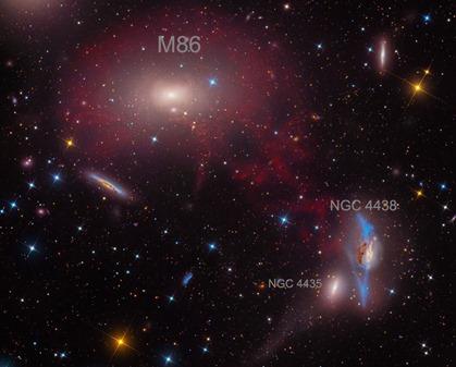 M86 na região central do aglomerado de galáxias de Virgem