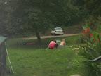 Bouráni stanů v dešti je celkem zábava