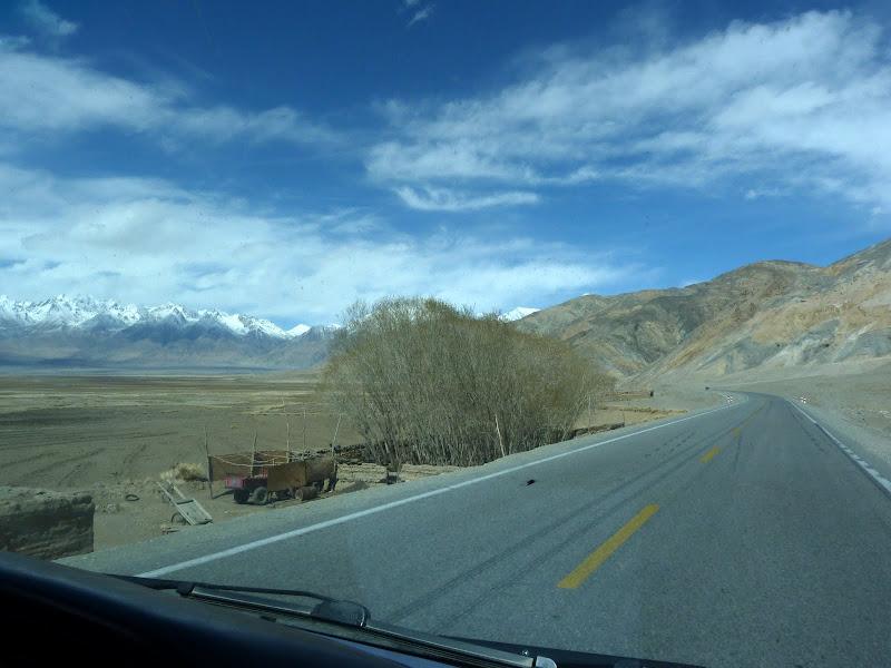 XINJIANG. Karakoram Highway, lune des plus haute route au monde, en passant a 4400 m - P1280555.JPG