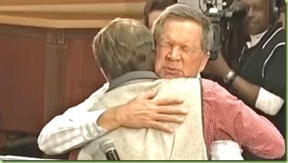 kasich hug2