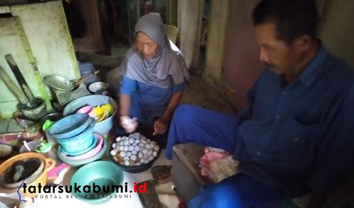 Saminem Pedagang Cilok Pikul di Sukabumi// Foto : Isep. Panji