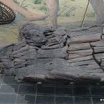 Musée départemental de Préhistoire d'Île-de-France : Pirogue en pin de Noyen-sur-Seine, Mésolithique