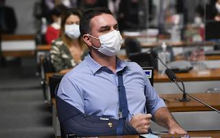 Flávio Bolsonaro causou nova discussão em sessão da CPI no Senado