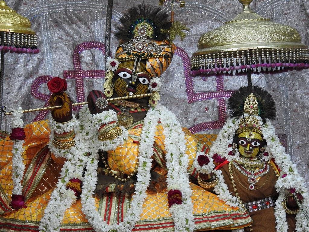 Radha Govind Devji Deity Darshan 05 Jan 2017 (2)