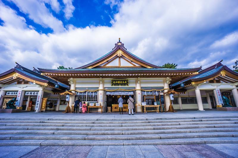 Hiroshima Castle Hiroshima Gokoku shrine2