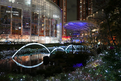 They don't celebrate Christmas in Japan like the west does- it's more a romantic holiday, this park in Roppongi Hills is supposed to be very romantic to walk in with these holiday lights