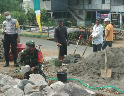 Pro Aktif Terhadap Pembangunan Desa, Babinsa Mariorilau Sertu Misbahuddin Lakukan Ini