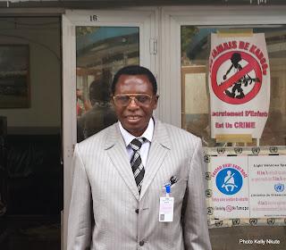 Gabriel Kalumba Kyungu, artiste plasticien congolais, le 5 juillet 2014 à Kinshasa. Radio Okapi/Ph. Kelly Nkute