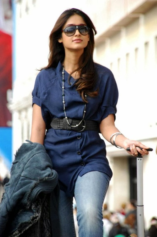 Ileana_Hot_stylish_Stills(2)