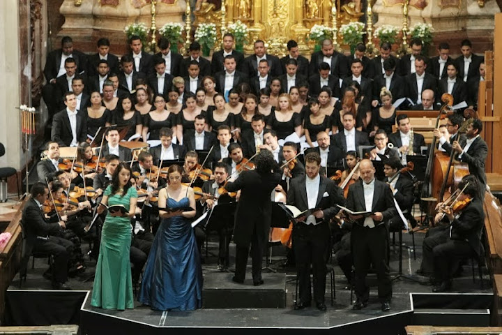 Under Dudamel, the SBSOV and the SBNYC played Mozart's Mass in C minor in St. Peter's Abbey.