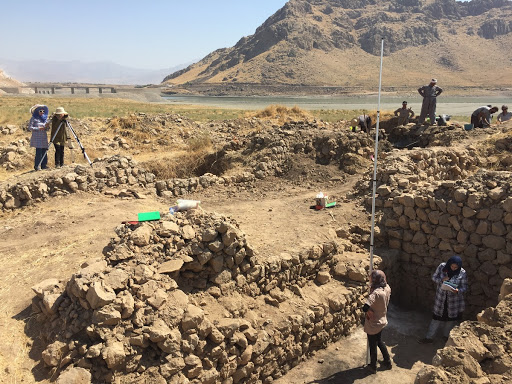 Levelling at the Darband-i- Rana site, part of the Iraq Scheme Programme