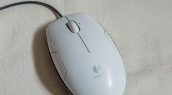 Logicool のマウス LS-1WH