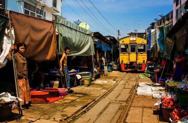 paso-del-tren-mae-klong-market.jpg