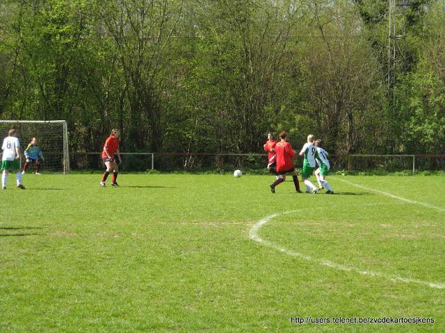 Albatros-17april2010 - vrouwenvoetbal_sint_jozef_londerzeel_positiespel.jpg