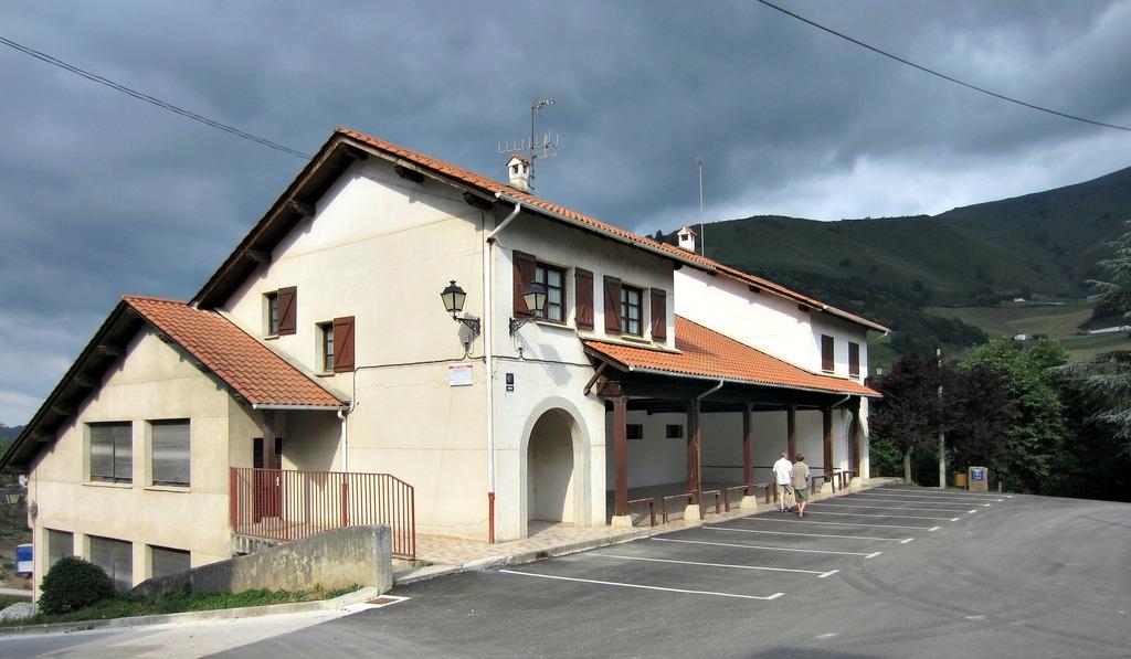 Albergue municipal, Luzaide/Valcarlos, Navarra :: Albergues del Camino de Santiago