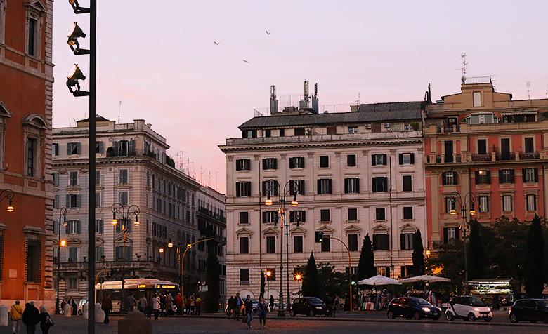 Le centre ville historique de Rome au coucher du soleil.