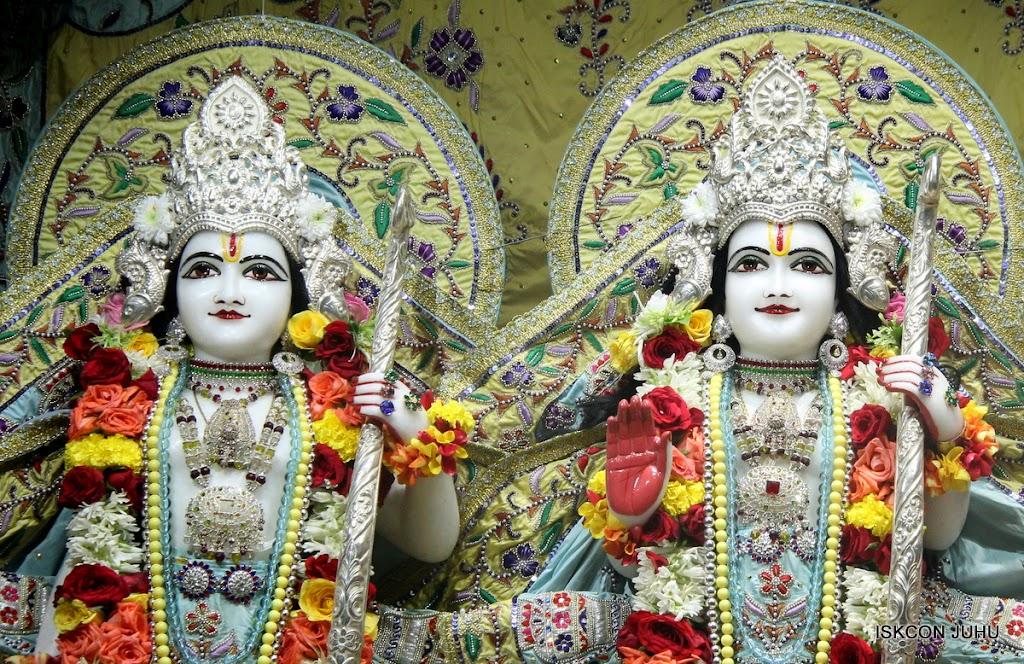 ISKCON Juhu Sringar Deity Darshan on 3rd Aug 2016 (32)