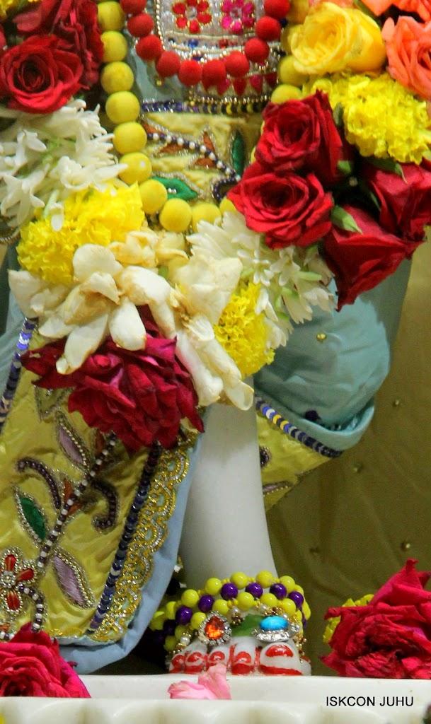 ISKCON Juhu Sringar Deity Darshan on 3rd Aug 2016 (42)
