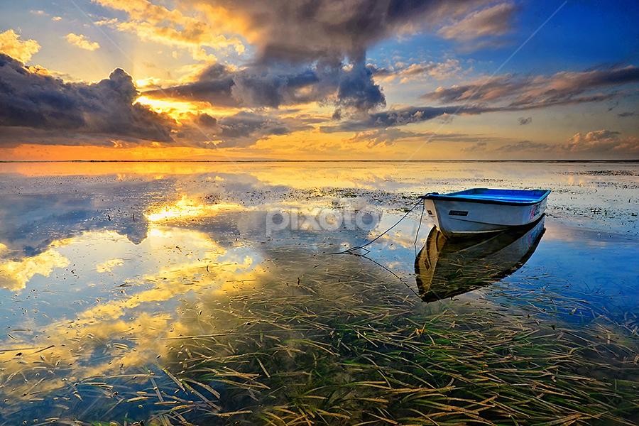 Lost and Lonely by Hendri Suhandi - Landscapes Sunsets & Sunrises ( bali, sanur, travel, sunrise, beach )