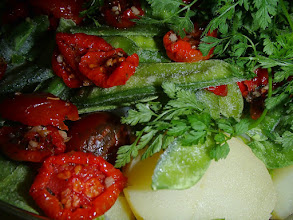 Photo: Salade de pommes de terre, pois gourmands et tomates confites