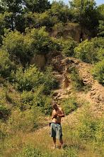 Photo: A szini Alsó-malommal szembeni kis felhagyott kőfejtő a kora-triász Szini Márga Formáció rétegeit tárja fel