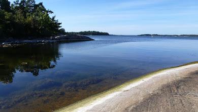 Photo: Clear sea water at Finnhamn brygga