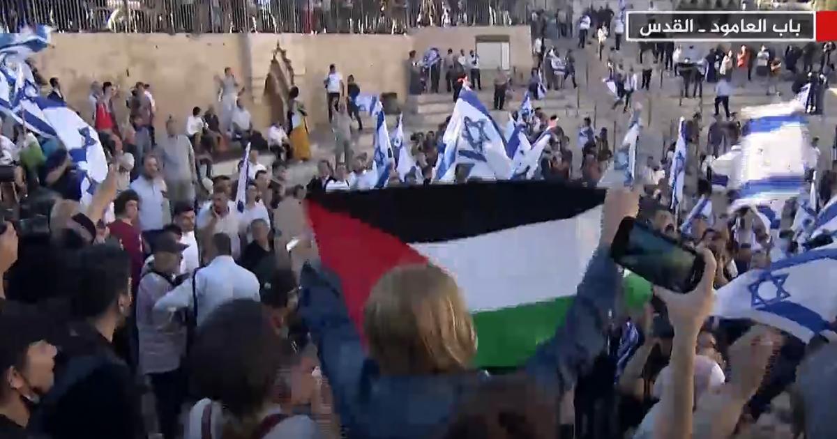 السيدة هالة أبو غربية ترفع الفلسطيني في ساحة باب العامود