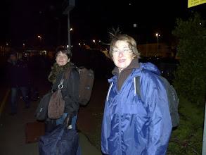 Photo: Vendredi 4 février 2011 à 6h15, Monique et Claudine attendent le train à la gare de Carentan.