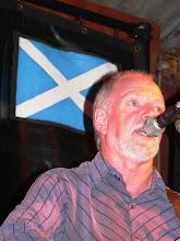 """Photo: Dave, gut getroffen vor der Schottland-Flagge bei der """"Irish"""" Night"""
