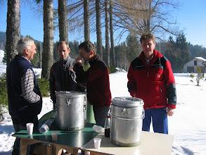 """Photo: Ekipa za čaj je bila pripravljena na """"naval"""""""