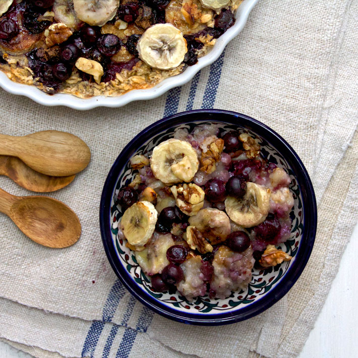 Baked Banana, Blueberry and Raisin Oatmeal Recept | Yummly