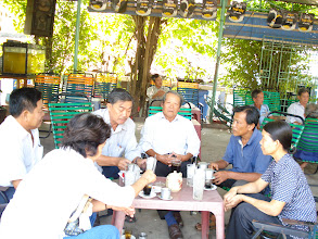 Photo: Thăm và tặng quà bạn Minh K6 CN2
