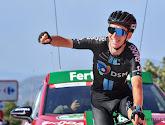 """Tour-man Romain Bardet beleeft nu ook gloriemoment in Vuelta: """"Alsof het een koers van 200 meter was"""""""