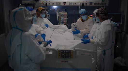 La covid desborda los hospitales: la Junta toma medidas ante los 232 ingresos