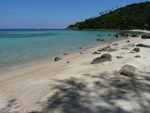 Photo: Ko Phangan - Haad Khom, extremely shallow (it's shallow even out of dry season when low tide but now combined with low ocean it's extremely shallow, but still nice and deserted, there were max. 10 people around beach)