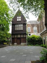 Photo: Het huis met de houten gevel.