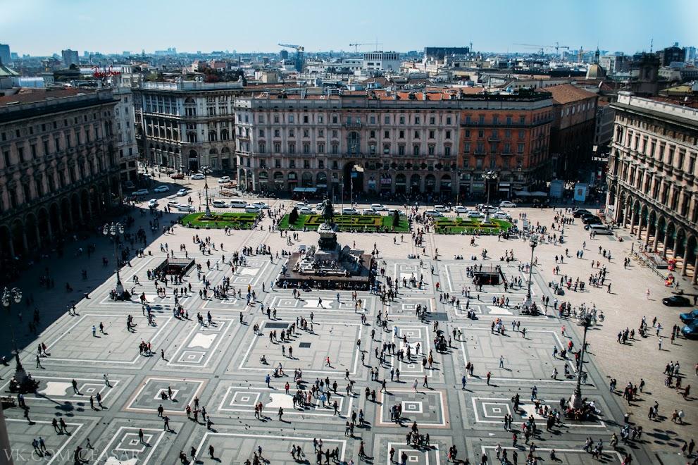 Площадь перед собором, Милан